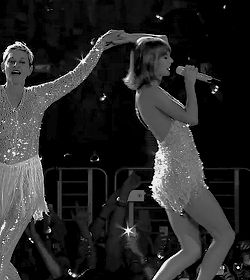Taylor and Ellen during Style