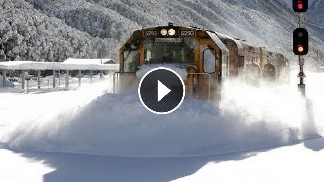 Incredible+Footage+of+a+Speeding+Train+Plowing+Through+Heavy+Snow+on+the+Tracks+Like+its+Nothing+-+That+is+pretty+impressive!+Many+trains+use+a+plow+to+remove+snow