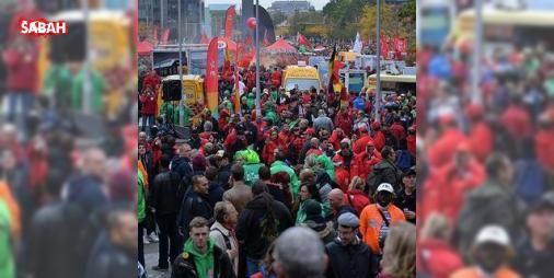 Brükselde sendikalar hükümeti protesto ediyor : Belçikanın başkenti Brükselde sendikalar hükümetin kemer sıkma politikalarını protesto ediyor.  http://ift.tt/2dGKEzJ #Dünya   #Brüksel #ediyor #protesto #sendikalar #sıkma