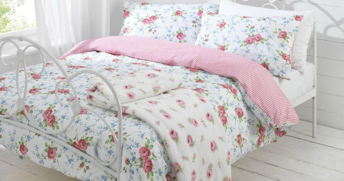 vintage floral bedroomBeds Covers, Vintage Floral Bedrooms, Izzy Bedrooms, Bedrooms Decor, Bedrooms Ideas