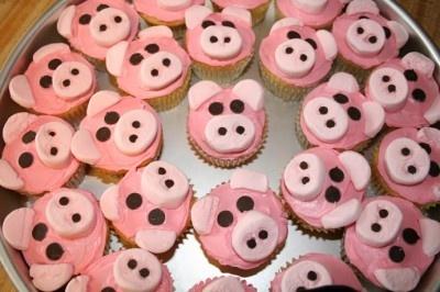 Wilbur cupcakes for Charlotes Web unit! classroom-ideas