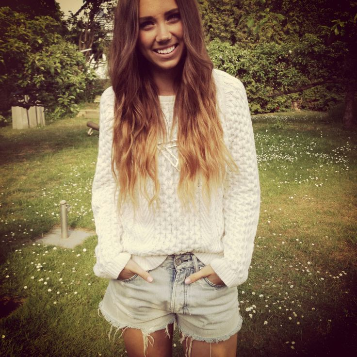 Love a good sweater with a pair of cut offs :)   Lisaplace | Modeblogg – Nelly.com: Summer Casual, Dreams Closet, Shorts Shorts, Style, Ombre Hair, Hair Makeup, Summer Outfits, Denim Shorts, Lisa Olsson
