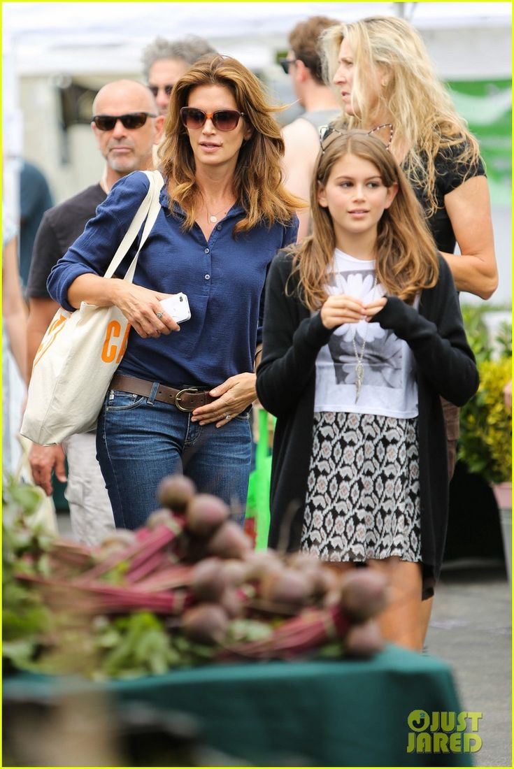 Cindy Crawford and her husband Rande Gerber take their kids Kaia, 11, and Presley, 13, to the farmer's market on Sunday (June 23) in Malibu, Calif