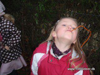 Spise snørebånd - en aktivitet til skattejagt ved børnefødselsdag