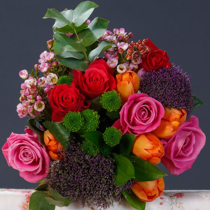Buchet mixt de 5 lalele portocalii și 3 trandafiri roz