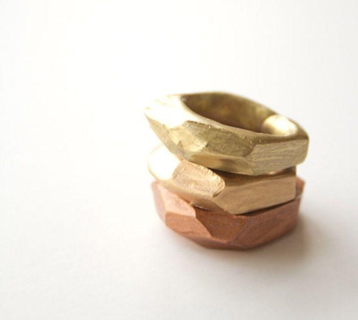 Anelli di fimo Fai da te http://www.lovediy.it/anelli-di-fimo-fai-da-te/ Un #tutorial facile facile per realizzare anelli di #fimo dai profili sfaccettati...