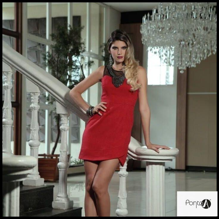Vestido em tecido #jacquard com tule e aplicação de pala em #pedraria#luxo@pontoamoda