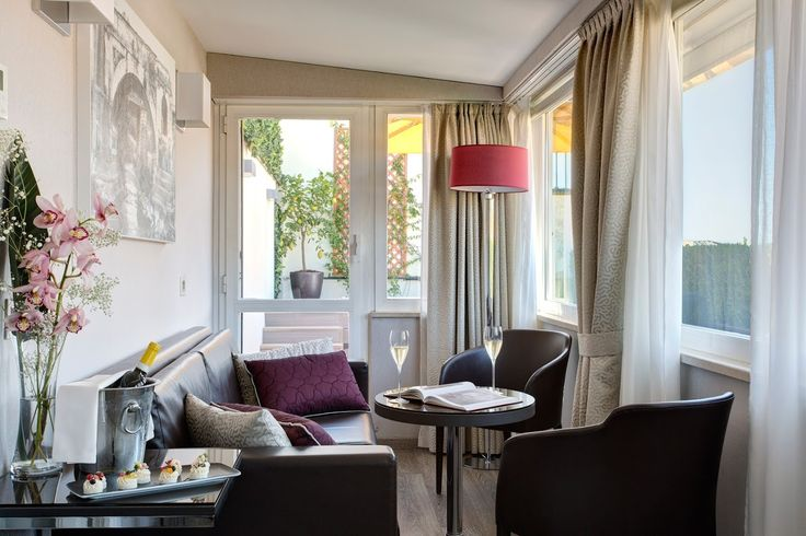 HONEYMOON SUITE. Clean look and a fantastic view over the rooftop of the Eternal City. Artemide Hotel - Rome
