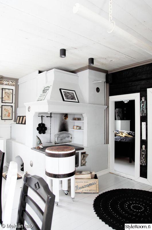 keittiö,musta,valkoinen,keittiön sisustus,vanha leivinuuni