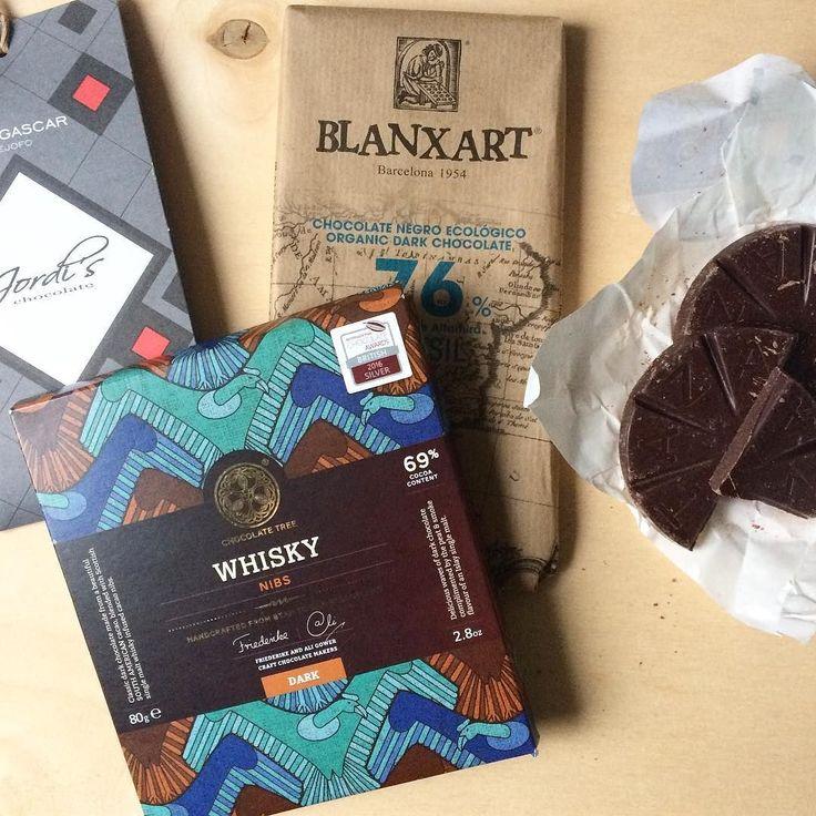 Wil je nog een Family Favourites box kopen voor jezelf of als cadeau? Wees er dan snel bij want de voorraad ligt al klaar om mee naar het chocoladefestival te gaan  #inpakken #werk #weekend #chocolade #chocoladeverzekering #anderechocolade #chocola #amsterdam #chocoa #zinin