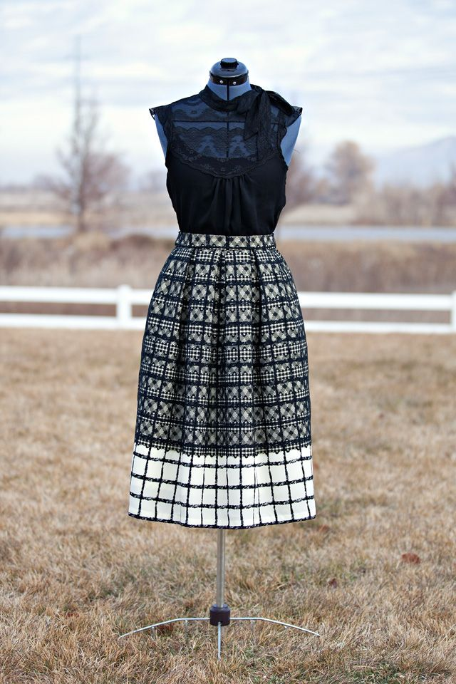 Lace & Plaid Midi Skirt DIY - with box pleats and side pockets. Its the perfect VINTAGE MEETS MODERN skirt. Love it!