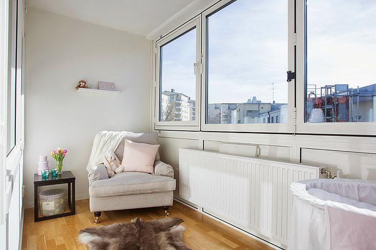 Un original dormitorio en tonos tierras con terraza - Decoracion terrazas pequenas cerradas ...
