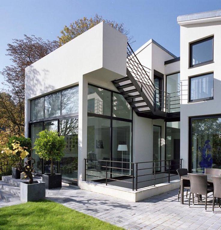 Maison contemporaine réalisée par larchitecte barthelemy ifrah sur les hauts de suresnes 92