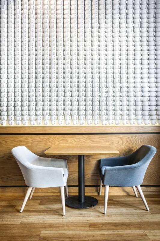 Ściana filiżanek | DesignAlive