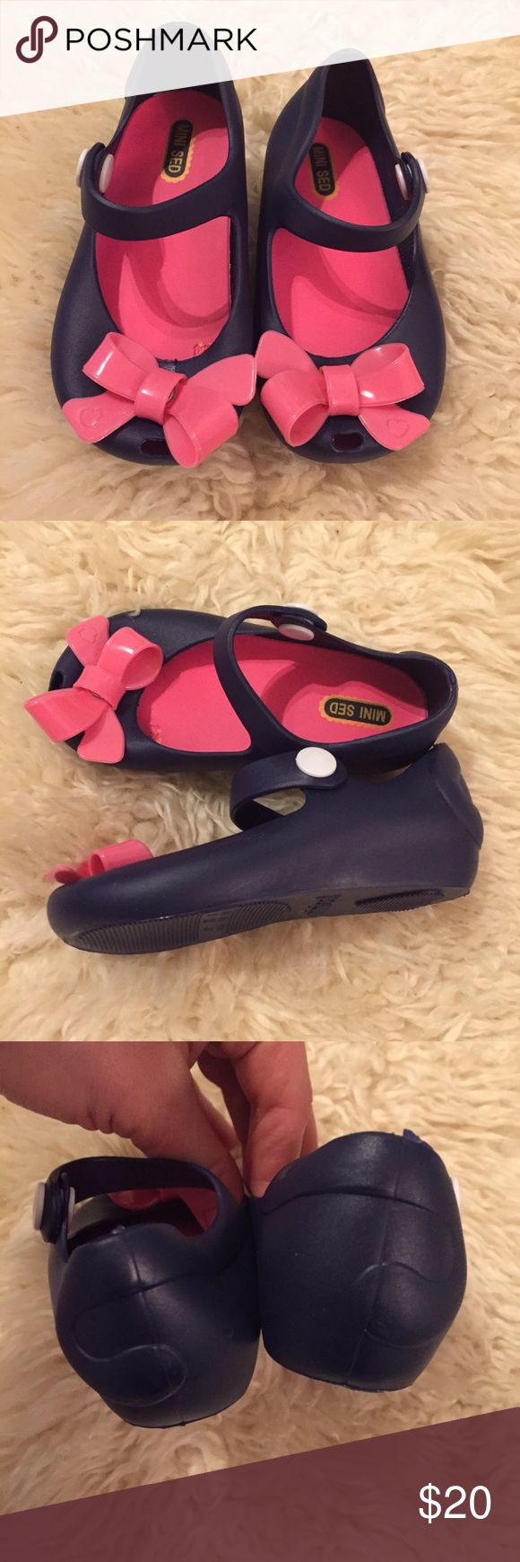 NEW toddler shoes Very cute, navy blue with pink bow NEW toddler shoes, size 6 Shoes Dress Shoes
