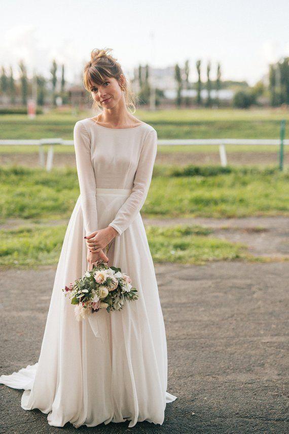 Vestido de noiva simples com manga longa | Vestido de noiva simples com mangas, Vestido de noiva simples, Vestido de casamento simples