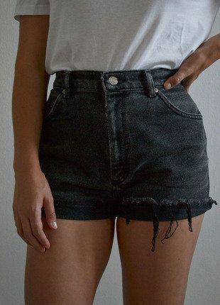 Kaufe meinen Artikel bei #Kleiderkreisel http://www.kleiderkreisel.de/damenmode/jeans-shorts/151749184-vintage-graue-denim-shorts-von-lee
