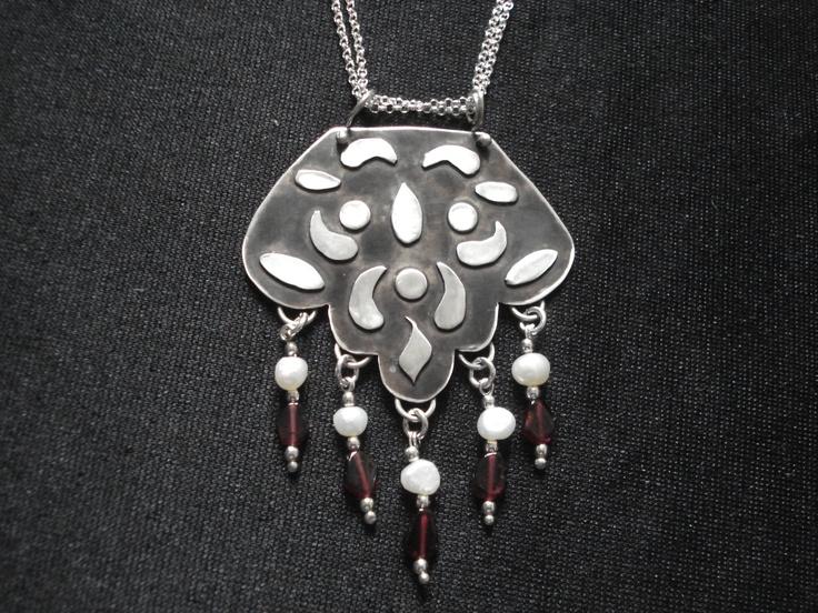 Sterling silver hand made pendant, pearls, garnetς
