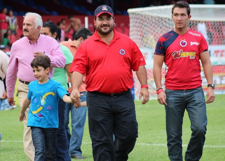Javier Duarte de Ochoa al asistió al partido que los Tiburones Rojos de Veracruz sostuvieron contra los Gallos Blancos de Querétaro, que terminó empatado a cero goles.