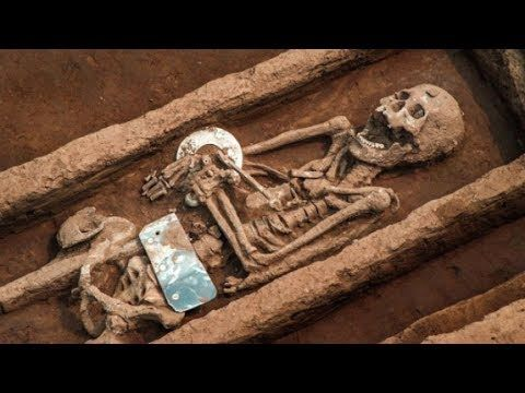Close Encounters UFO: Ancient Skeletons of 5,000 Year Old Giants Discove...