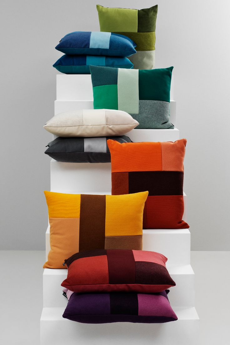 Brick er en vakker og grafisk pute fra Normann Copenhagen, designet av Britt Bonnesen. Brick er sammensatt av forskjellige tekstilstykker med forskjellige strukturer og nyanser, og er en enkel måte og tilføye farge i hjemmet.