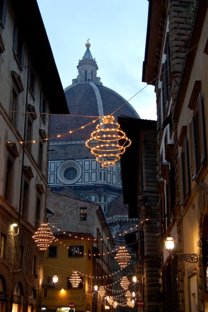 Natale a Firenze.  my heart just broke a little. I miss via dei servi and most importantly, Florence.