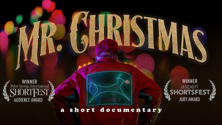 Mr. Christmas/クリスマス電飾おじさんのドキュメンタリー/クリスマス・イブに監視カメラを眺めてるシーン
