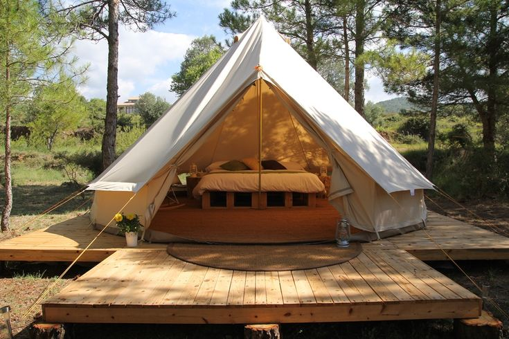 Forest Days Glamping : Naves, Solsona, Catalunya, Spain. Catalonia. Rural Tourism. Experience of camping in the natural forest.