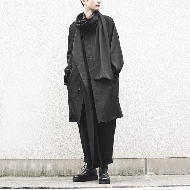 YOHJI YAMAMOTO : Wool Gabardine Stand Collar Coat + Muffler YOHJI YAMAMOTO : China Shirt YOHJI YAMAMOTO : Padded Cropped Pants GUIDI : Army Boots Polished Calf Leather The model is 177cm / 58kg. And he wears Size 2. #yohjiyamamotopourhomme #yohjiyamamoto #ヨウジヤマモト #guidi #darkfashion #blackfashion #streetsnap #fashionsnap #snap #mensmode #streetfashion #fascinate #osaka #japan