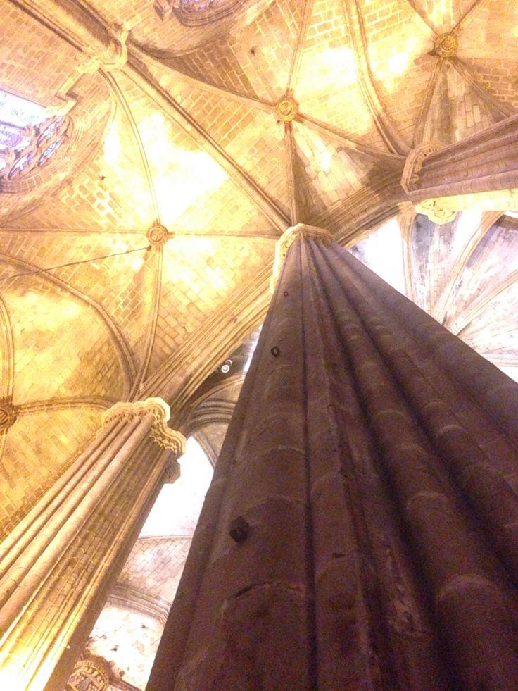 柱から見上げた天井