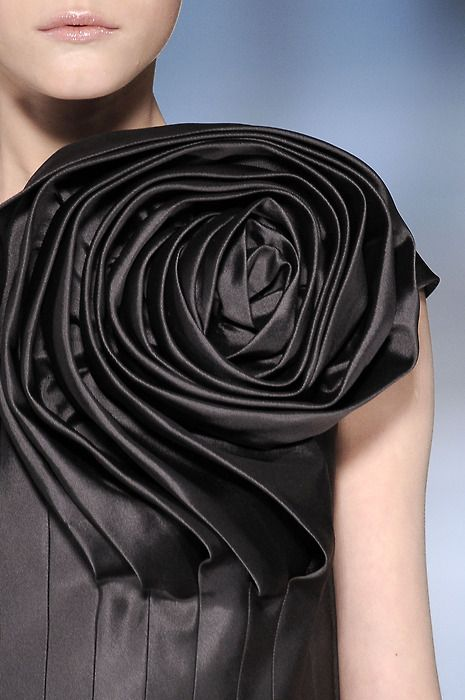 3D fabric rose detail - sculptural layering; fabric manipulation in fashion design; fashion details // Valentino