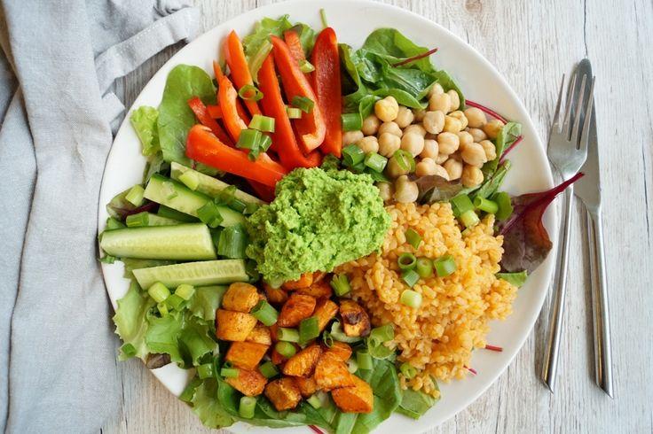 Min grønne tallerken uden kød. En super lækker tallerken med bagte søde kartofler med paprika, bulgur i tomat og ærtedip.