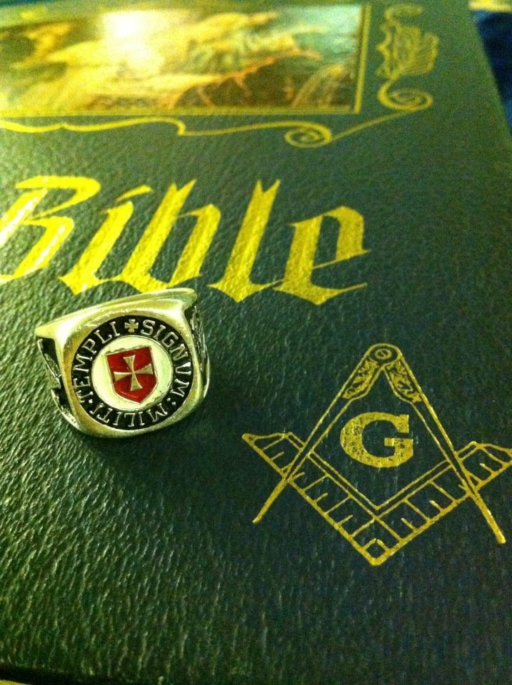 My Knights Templar ring on my Masonic Bible.
