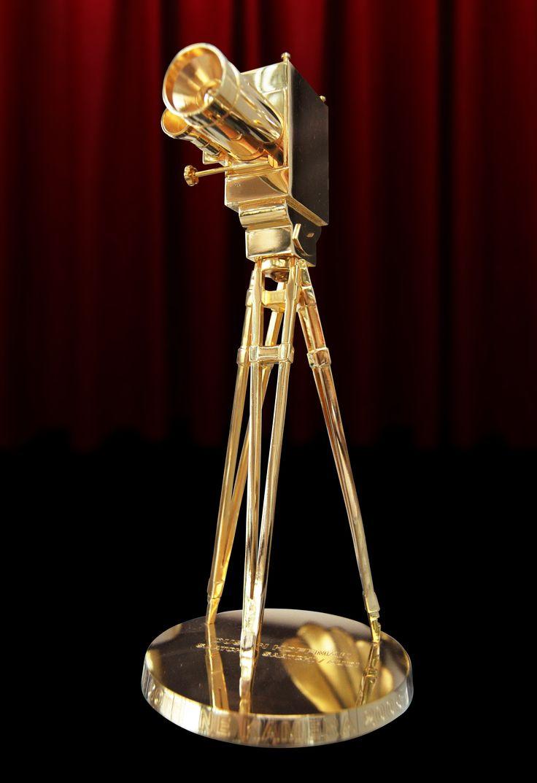 http://polyprisma.de/wp-content/uploads/2016/02/Goldene_Kamera_Bild_HBR_Wikipedia-702x1024.jpg 51. Goldene Kamera 2016 - Preisverleihung in Hamurg http://polyprisma.de/2016/51-goldene-kamera-2016-preisverleihung-in-hamurg/ 51. Goldene Kamera In der Nacht vom 6. Februar wurden in der Hamburg Messe zum 51. Mal die Goldene Kamera verliehen, ein deutscher Film- und Fernsehpreis, der seit 1966 jährlich in vielen Kategorien verliehen wird. Die Jury setzte sich in diesem Jahr au