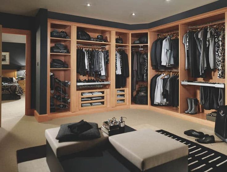 Fitted dressing room in beech