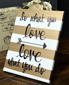 """Cuadro rayas doradas y blancas """"do what you love, love what you do"""" flecha"""