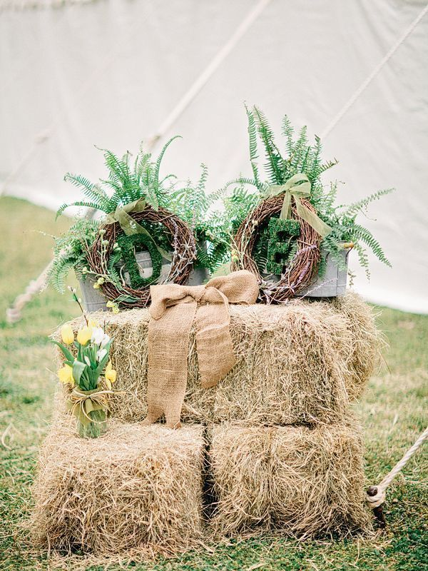 Rustic burlap wedding decor {Photo by Amy Arrington via Project Wedding}