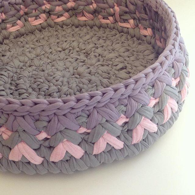 עושה עיניים - סל מחוטי טריקו || Osa Einaim - T-shirt yarn trapillo basket