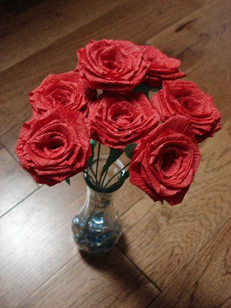 Just found this beautiful tutorial for making crepe paper roses