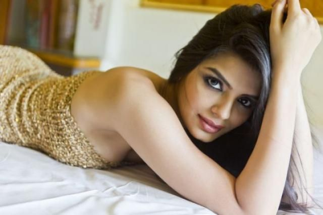 Hot pictures of 'Sonali Raut' in Bikini!!!