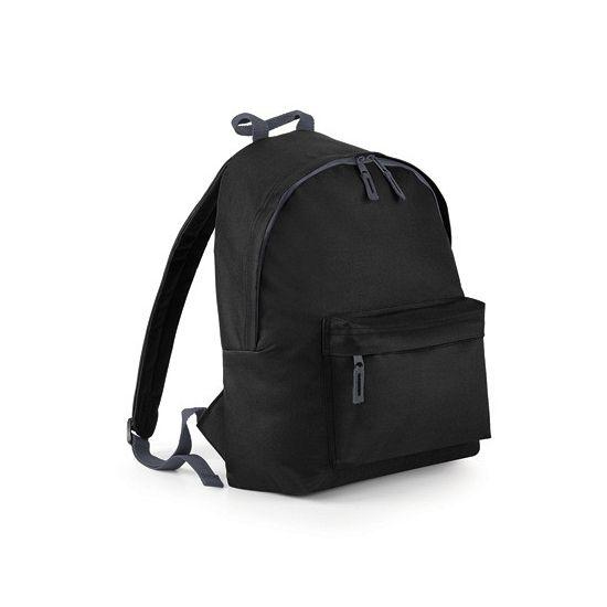 Zwarte rugzak voor kinderen  Junior rugzak zwart. Rugzak in de kleur zwart van 100% polyester met een zwarte rits en zwarte handgreep. Deze rugzak heeft een voorvak met ritssluiting en een gevoerd achter paneel. Capaciteit 14 liter. Afmeting: 38 x 28 x 19 cm.  EUR 12.95  Meer informatie