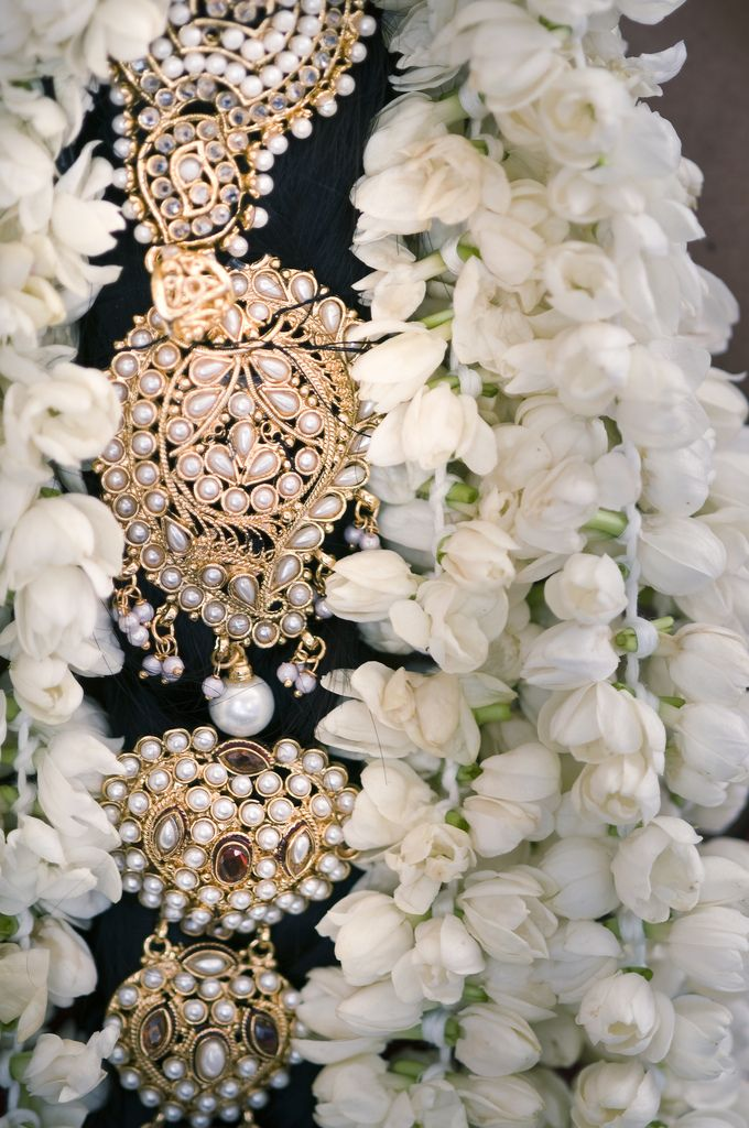 hair ornament with pearls  #indianwedding, #southasianwedding, #shaadibazaar