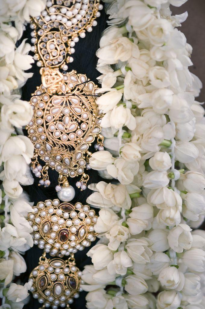 hair ornament with pearls  #indianwedding, #southasianwedding, #shaadibazaar
