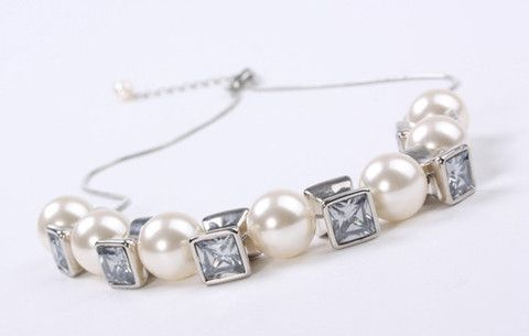 Boho Pearl Pendant Silver – Jewel Online 10mm Chunky Acrylic Lustre Pearls with square crystal look beads suspended on a fine cobra chain. Real Rhodium electroplated over brass. $129.90