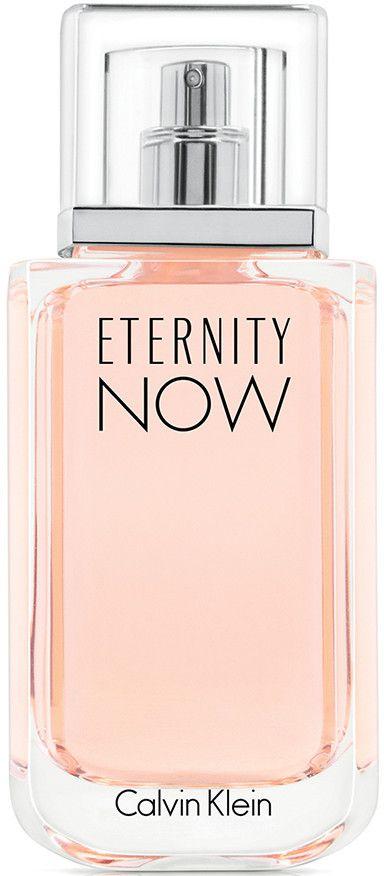 Calvin Klein Eternity Now Woman Eau De Parfum Spray continueert de bloemige erfenis van het merk door te openen met een krachtige uitbarsting van frisheid van sappig nectarine, succulent lychee en kweepeer die de huid omhullen met licht fruitige nuances die een onderscheidende, jeugdige energie uitstralen.