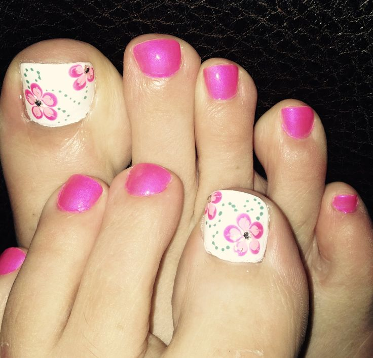 Toe Nail Design For Summer Pink White Flowers