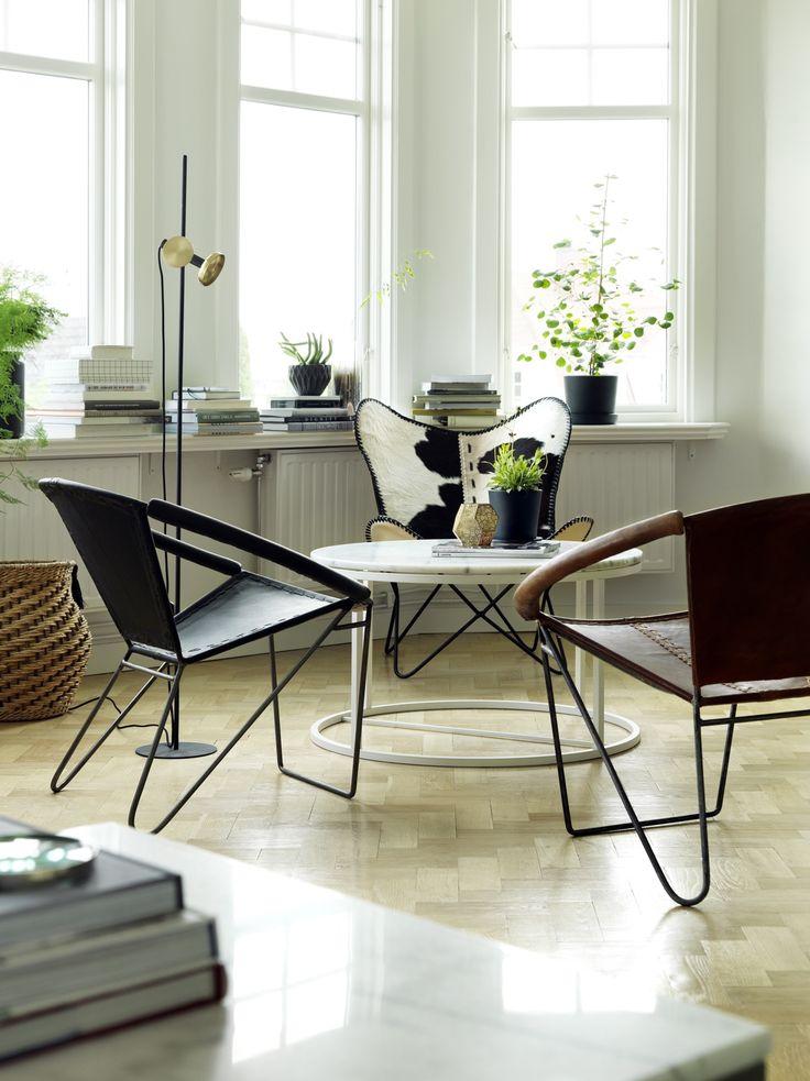 Melissa skinnfåtöljer med ett Accent marmor soffbord perfekt till en avkopplande sitthörna på outnyttjad yta i hemmet. Em home just nu