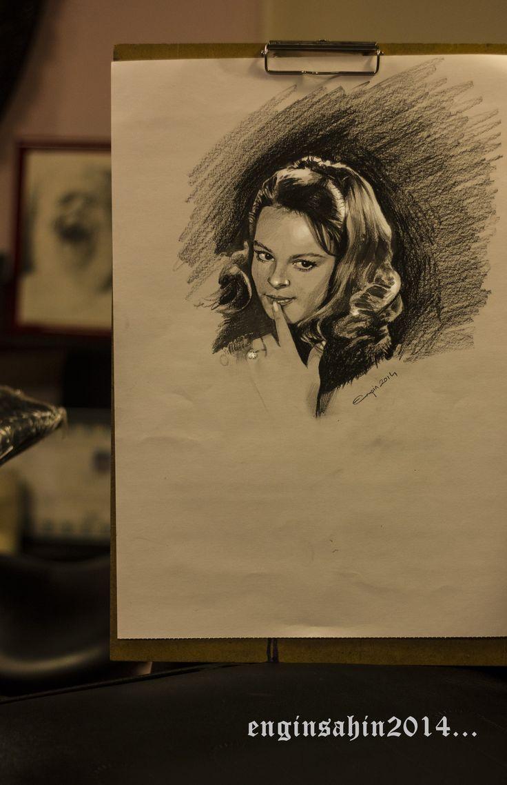 engin şahin - portre - portrait - hüyla koçyiğit - woman - kadın - art - artist - sanatçı - çizim - istanbul