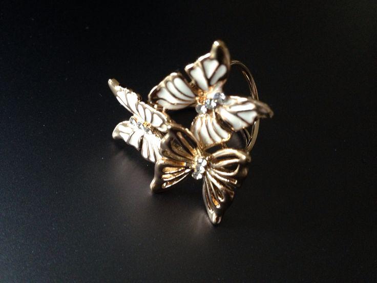 Luxusny sperk v podobe prstena na hodvabne satky a saly. Www.luxusne-doplnky.eu