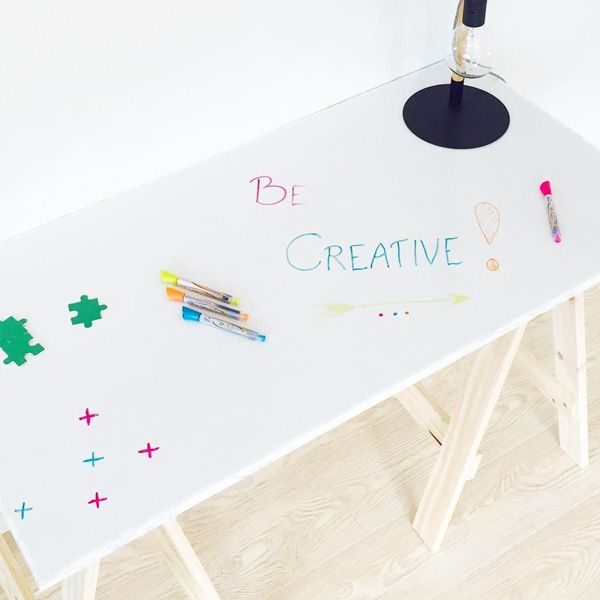 Kontaktplast: Whiteboardfolie ✨  Kommer med ferdig lim på baksiden så du kan montere den hvor du vil!    #diy #kreativ #barnerom #inspirasjon